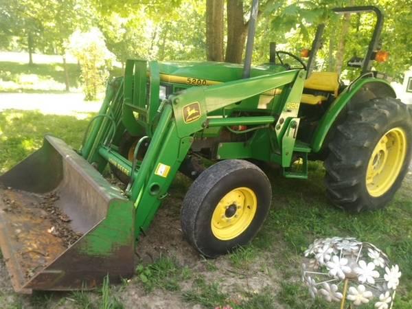 Photo John Deere 5200 Diesel - $17,800 (Monroe City MO)