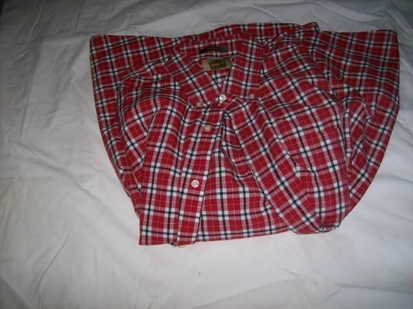 Photo NEW RED-PRINT MEN39S SHIRT---XLT (Extra-LargeTall) - $10 (St. Louis County)