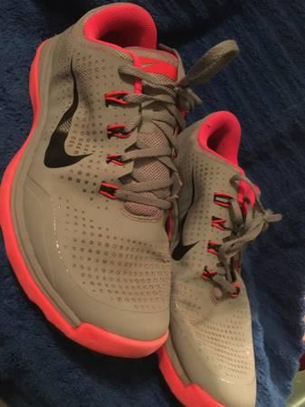 Photo Nike Lunarlon Womens Golf Shoes Size 10 - $60 (Florissant)
