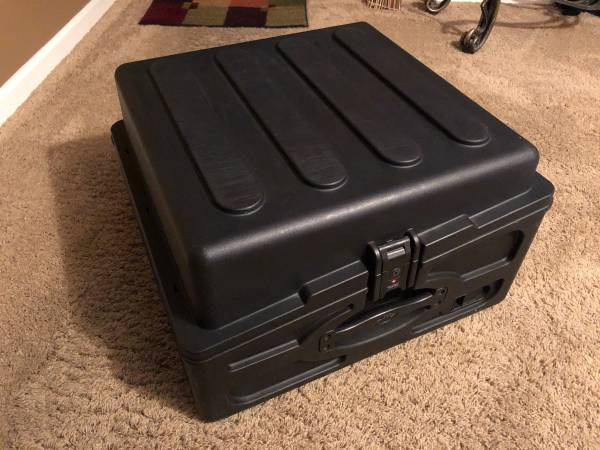 Photo SKB case 10 and 2 space 1SKB R102 and stands - $140 (South County)