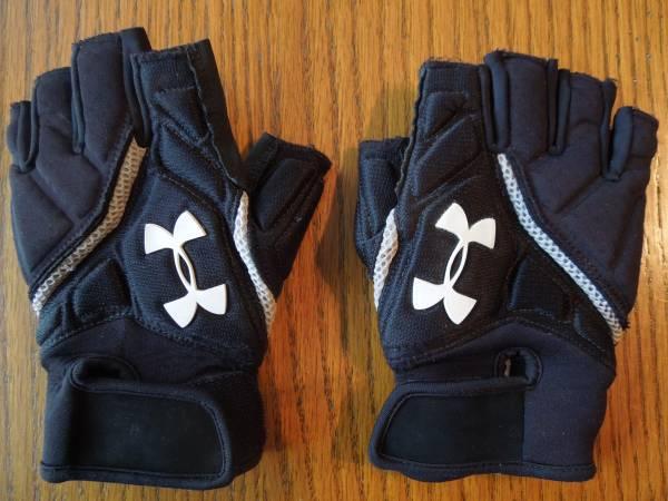 Photo Under Armour Lineman Football Gloves, size mens medium - $10 (Maryville, IL)