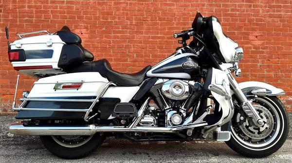 Photo 2008 Harley Davidson Electra Glide Ultra Classic  - $8,999 (Ofallon, MO)