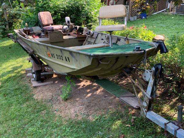 Photo 14 Lowe Boat, Evinrude 25 HP Outboard Motor  Trailer - $2,600 (Lake Geneva)
