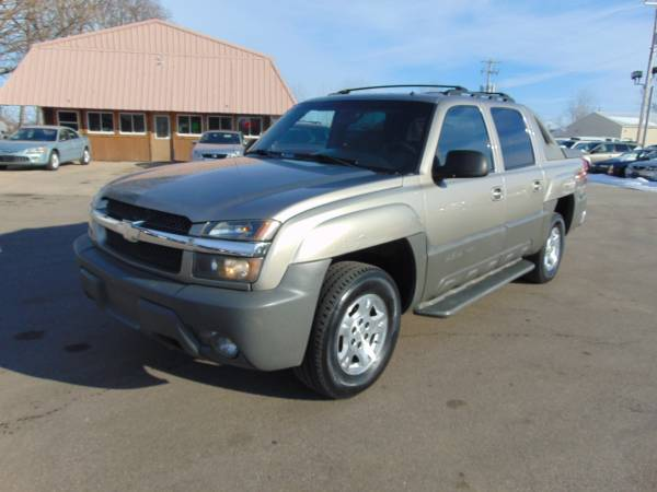Photo 2002 CHEVY AVALANCHE LS 4DR CREW CAB SHORTBOX 5.3LTR V8 LOADED RUNS A1 - $3,975 (I94EXTHWY20 WEST OF RACINE 5MILES)