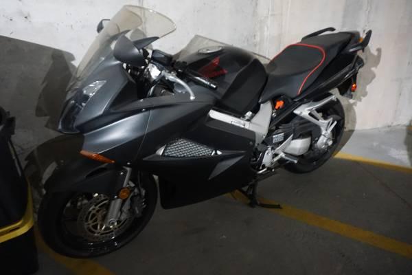Photo 2004 Honda VFR800 8KMi,TwoBrosCarbon,SargentSeat $$$$Extras - $4,295 (Fox Point)