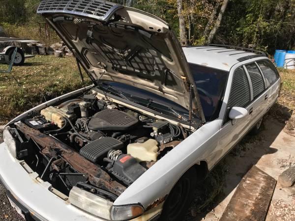 Photo 94 Chevy Caprice Wagon LT1 350 V8 - $1,200 (Mount pleasant)