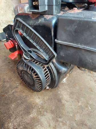 Photo 9hp tecumseh engine with electric and pull start - $100 (Kenosha)