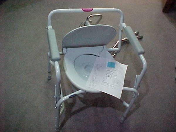 Photo BRAND NEW - NEVER USED - Toilet Chair Heavy Duty Wide - $55 (Oak Creek)