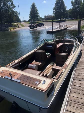 Photo Boat for Sale - 1986 Celebrity UNDER 200 HOURS - $3,500 (Winthrop Harbor)