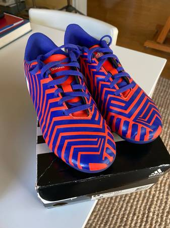 Photo Boys Adidas Predito Soccer Cleats size 6 - $12 (Wind Point)