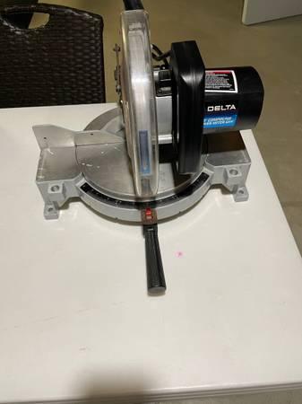 Photo Delta 10 compound power miter saw - $75 (Kenosha)
