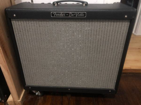 Photo Fender DeVille 212 - $450 (Mt. Pleasant)