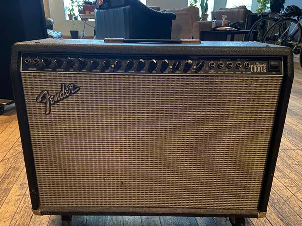 Photo Fender Ultimate Chorus 212 combo guitar  - $250 (chicago)