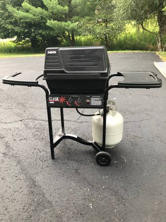 Photo Gas grill, Black leather desk chair, Brown chair (Madison)