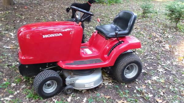 Photo Honda Garden Tractor with 38quot Mowing Deck  Snowblower Atttachment - $900 (MOUNT PLEASANT)