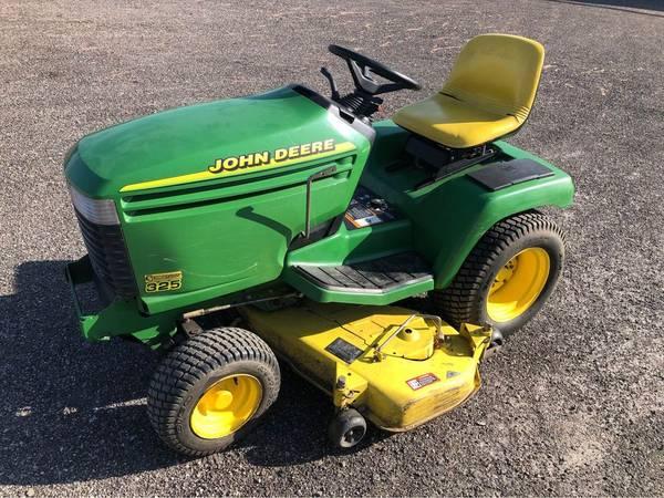 Photo John Deere 325 Garden Tractor with SnowBlade - $1,500 (Bristol)
