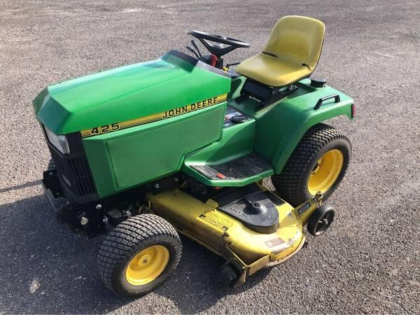 Photo John Deere 425 Garden Tractor - $2,000 (Bristol)