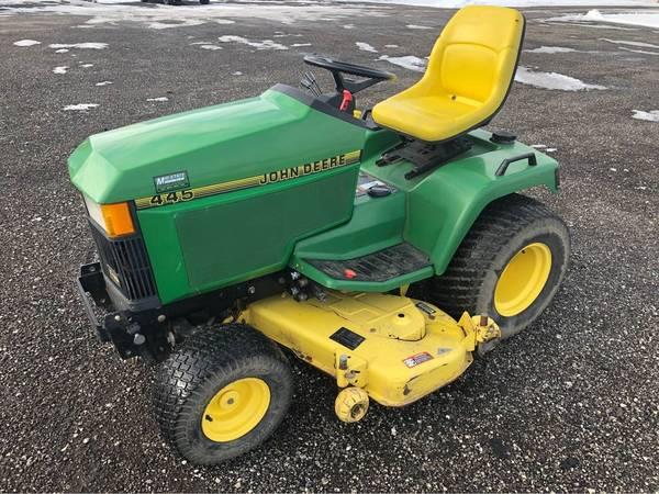 Photo John Deere 445 Garden Tractor - $3,200 (Bristol)