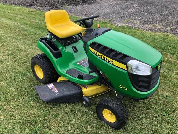 Photo John Deere D110 Lawn Mower - $1,200 (Bristol)