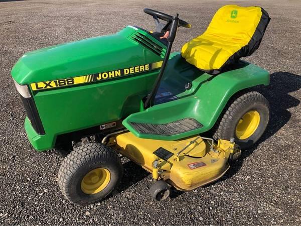 Photo John Deere LX188 Lawn Mower - $1,200 (Bristol)