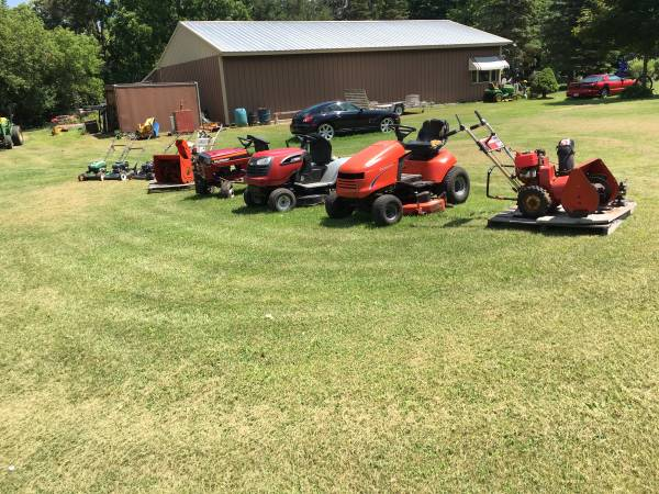 Photo Lawn Mowers, Tractors and Snow Blowers - $275