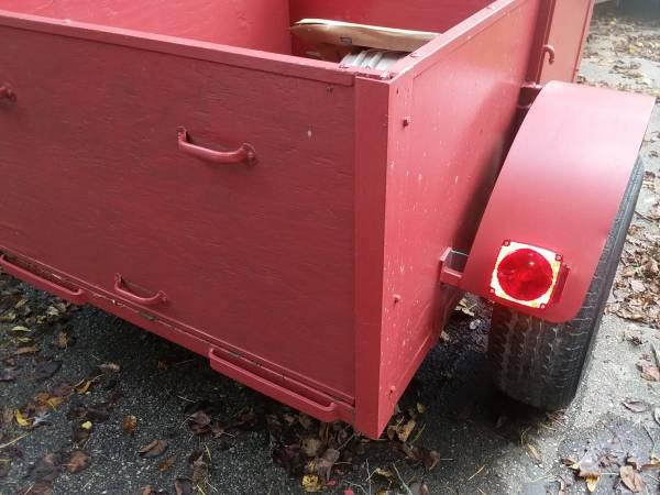 Photo Little red Wagon - $650 (Silver Lake)