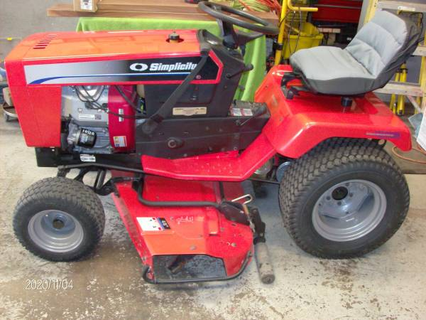 Photo Nice older Simplicity Sovereign Tractor - $1,950 (BURLINGTON)