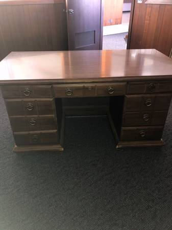 Photo Old Fashioned Wooden Desk With Drawers - $150 (Kenosha)