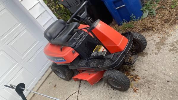 Photo Simplicity Lawn Tractor - $200 (Racine)