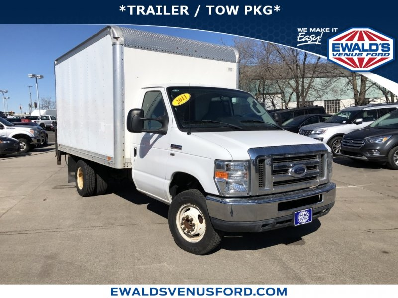 Photo Used 2011 Ford E-350 and Econoline 350 Super Duty for sale