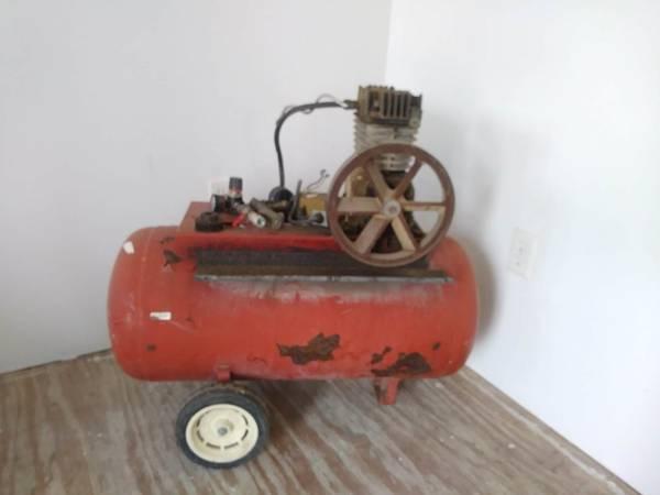 Photo Vintage Craftsman Air Compressor - $50 (Kenosha)