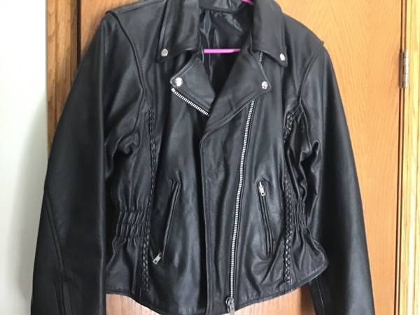 Photo Womens leather biker jacket - $75 (Pleasant prairie)