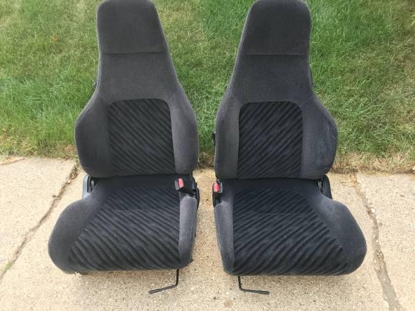 Photo sport style (seats)  black (Honda Prelude 92-96) (Woodstock, Illinois)