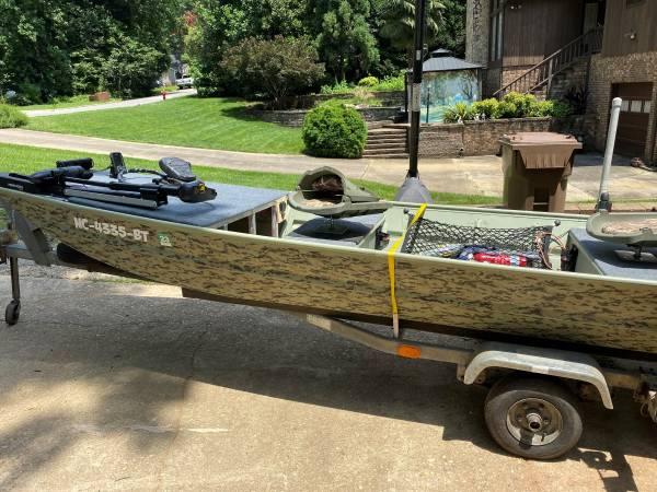 Photo 14 ft Monark Jon Boat 15hp Mariner - $3,500 (Cary)