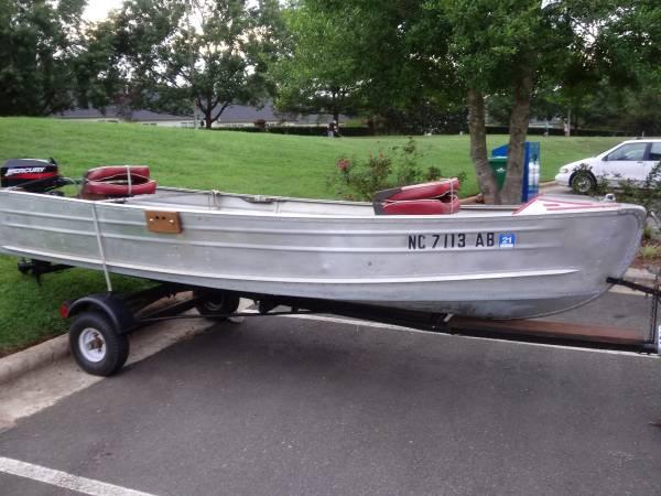 Photo 14 ft. Sears 1965 V Hull Aluminum Boat - $1,800 (Raleigh)