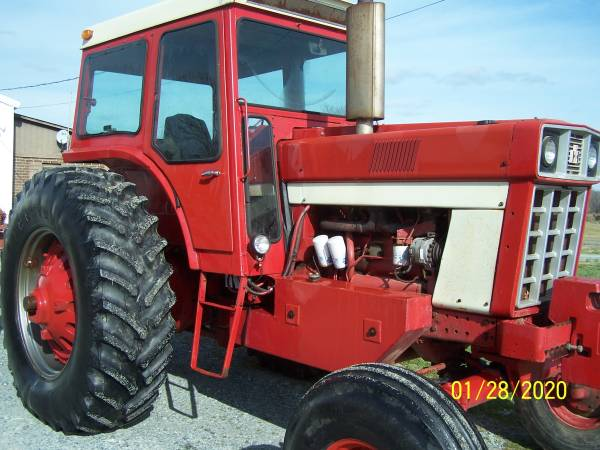 Photo 1566 International Tractor  chisel plow - $10000 (Durham)