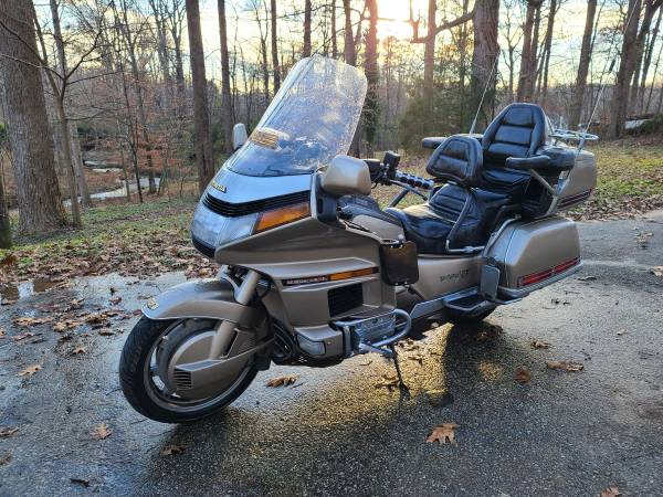 Photo 1989 Honda Goldwing GL 1500 - $4,250 (Durham)
