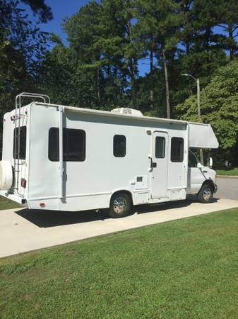 Photo 2006 Ford Cutaway E-450 class C motorhome - $14,900 (North Raleigh)