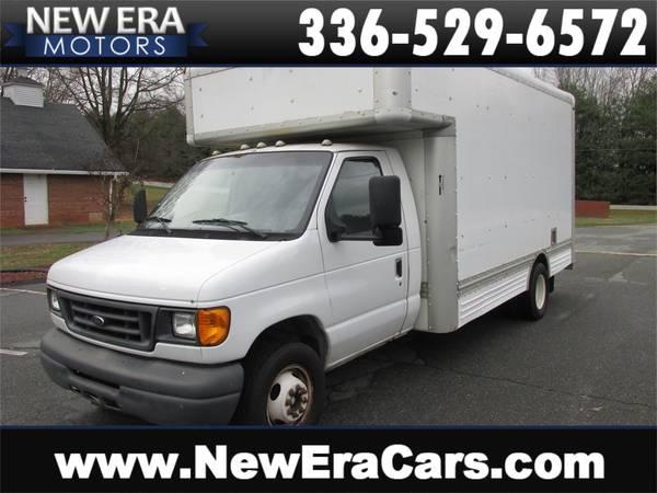 Photo 2006 Ford Econoline E-450 U-Haul Box Truck, WHITE - $7699 (www.neweracars.com 258 Oak Summit Rd Winston Salem, NC 27105)