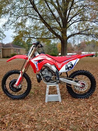 Photo 2007 Honda CR250R, better than new, super clean - $6,500 (Smithfield, NC)
