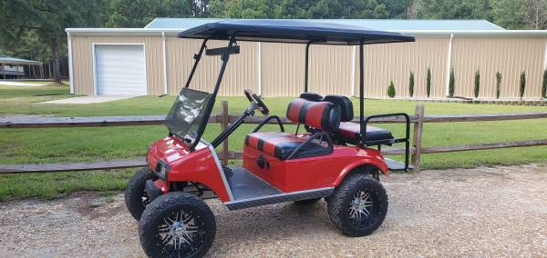 Photo 2008 club car ds red lifted golf cart - $4,400 (Godwin)