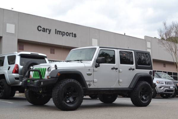 Photo 2012 JEEP WRANGLER UNLIMITED 4X4 - CALL OF DUTY - LIFTED - 1 OWNER - $19512 (Cary Imports)