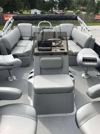 Photo 2017 Silverwave Pontoon Boat - $28,000 (Sanford)