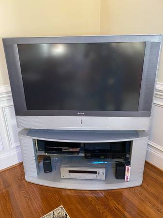 Photo 42 Sony tv, stand, receiver, speakers - $1