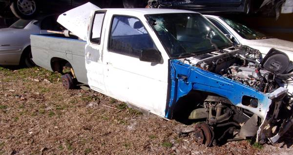 Photo 95 Nissan Truck Parts (Willow Spring)