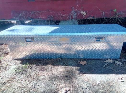 Photo Chevy diamond plate tool box - $325 (Nashville)