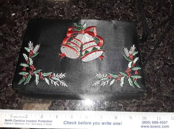 Photo Christmas purse - $8 (Downtown Raleigh)