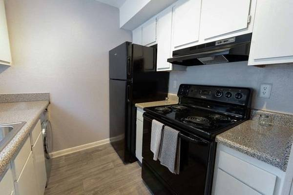 Photo Clubhouse, Double Stainless Steel Sinks, Spacious Closets