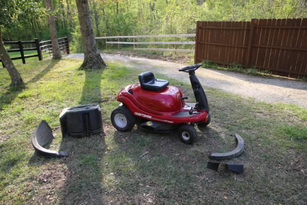 Photo Craftsman Riding Mower - $650 (Clayton)