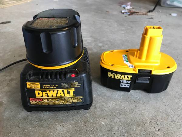 Photo Dewalt 18v XRP batteries and charger - $40 (Cary)